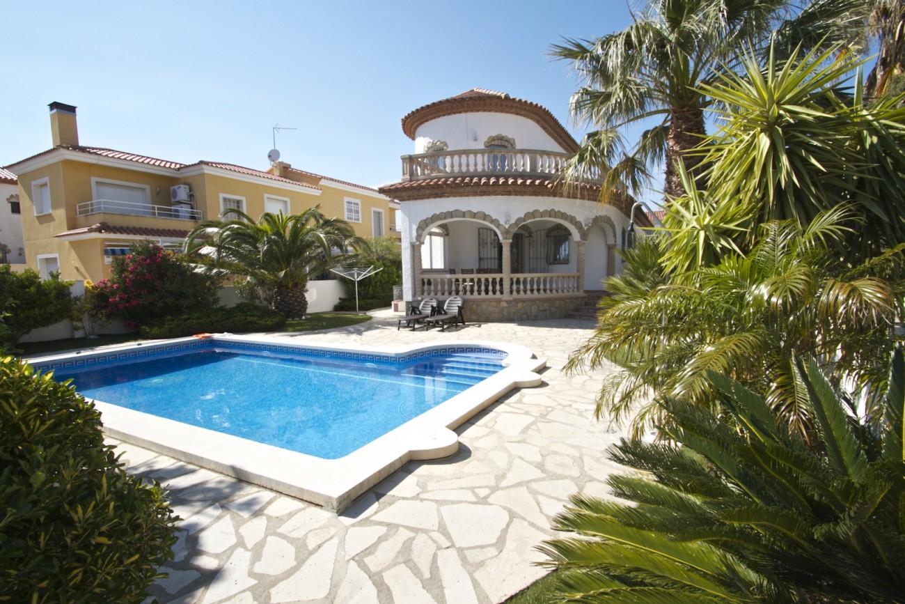 Villas en miami playa b22 blanca villa con piscina - Piscina y jardin ...