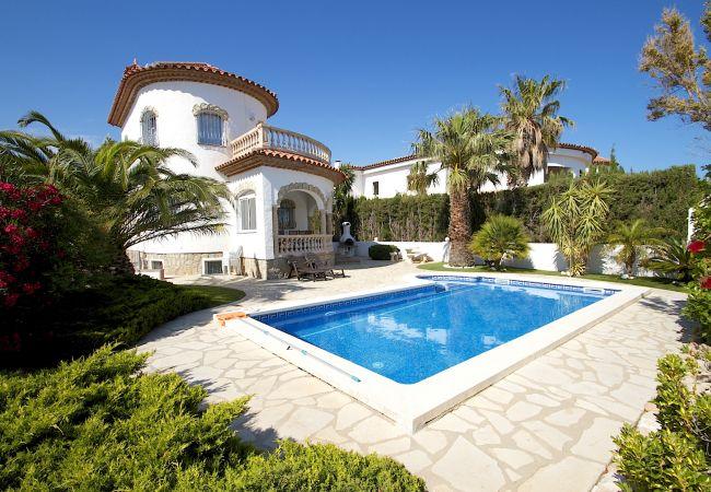 Villa en Miami Playa - B22 BLANCA villa con piscina privada y jardín
