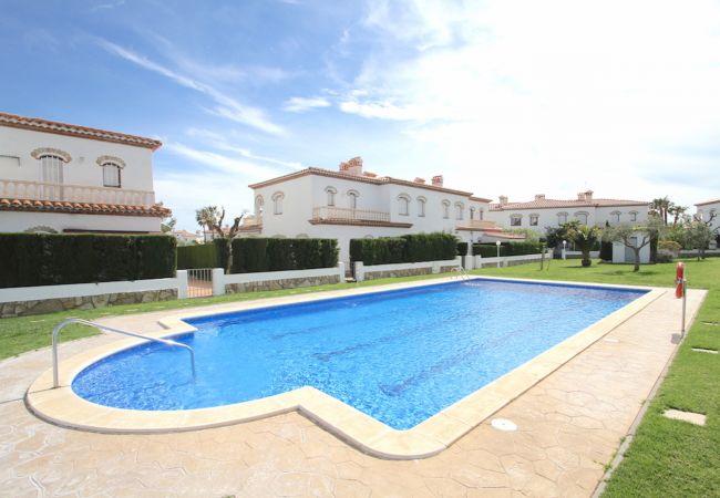 Casa en Miami Playa - C11 BOSQUE24 adosado jardín privado y piscina