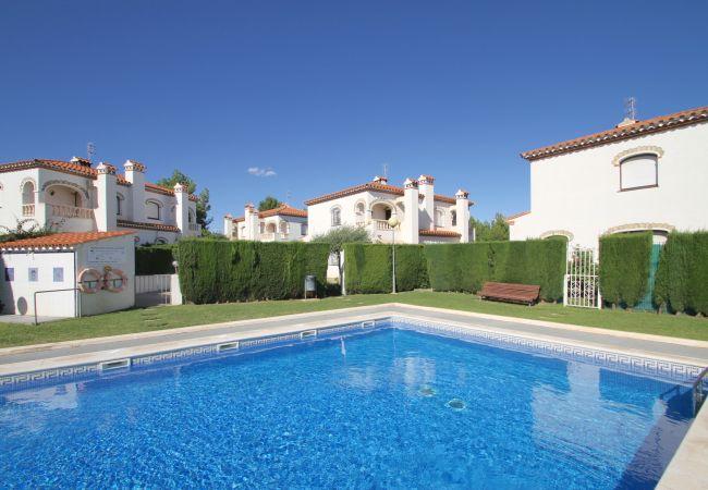 Casa adosada en Miami Playa - MASIA1 adosado con jardín privado y piscina comun