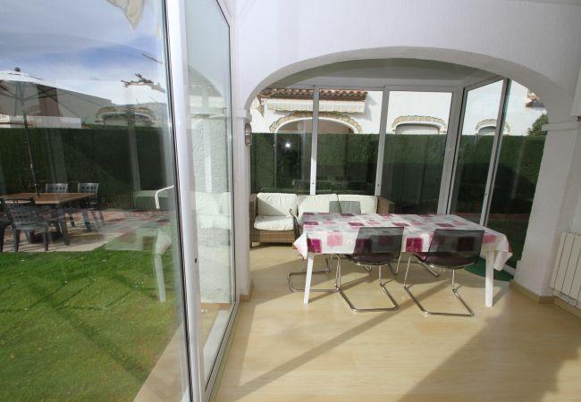 Casa en Miami Playa - BOSQUE31 adosado con jardín piscina comun y BBQ