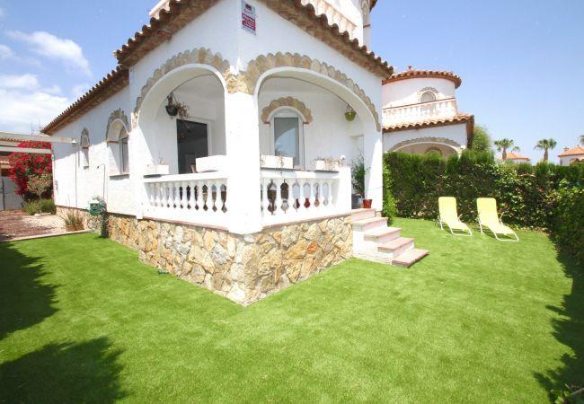 Casa en Miami Playa - COSTA RICA casa individual, piscina comun  y wi-fi