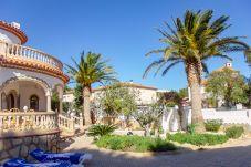 Villa en Miami Playa - NOGAL villa individual con gran jardin Wi-Fi grati