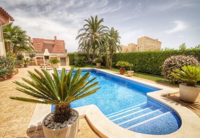 Villa in Miami Playa - LOURDES Villa piscina privada, jardín, Wifi gratis