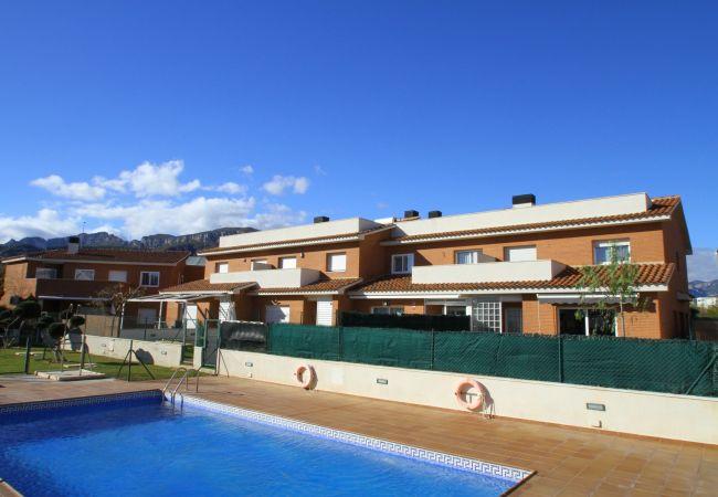 House in Hospitalet de L´Infant - LETI adosado con jardín, bbq y piscina comun