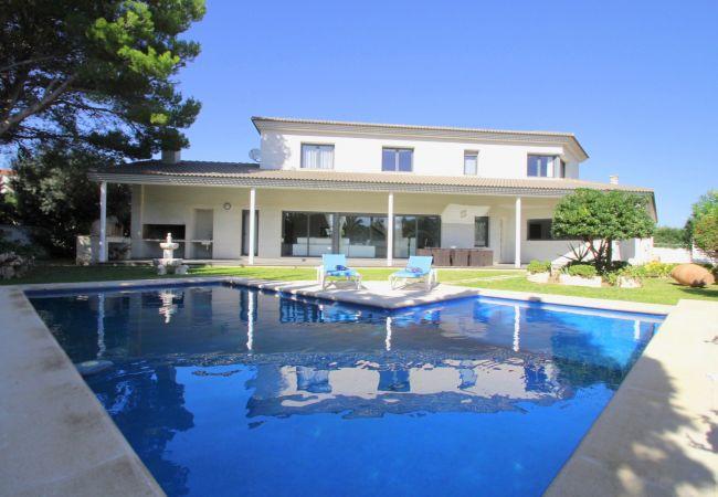 Villa in Hospitalet de L´Infant - PERLA Gran villa piscina privada y WiFi gratis