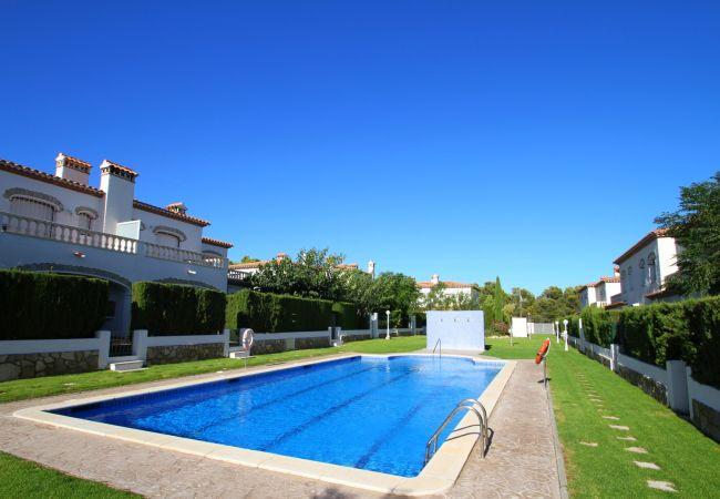 Maison à Miami Playa - C06 BOSQUE19 adosado con jardín barbacoa y piscina