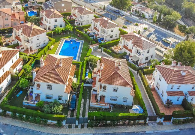 Maison à Miami Playa - MASIA2 adosado jardín privado, BBQ y piscina comun