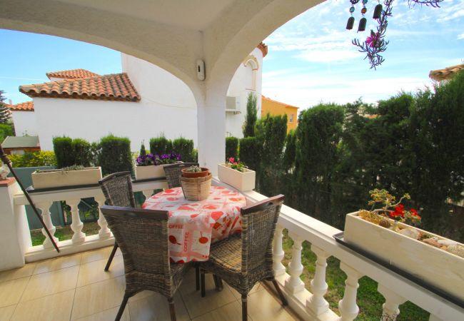 Maison à Miami Playa - COSTA RICA casa individual, piscina comun  y wi-fi