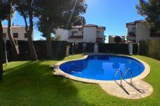 Maison mitoyenne à Miami Playa - RIOJA3 adosado con jardín, BBQ y piscina comun