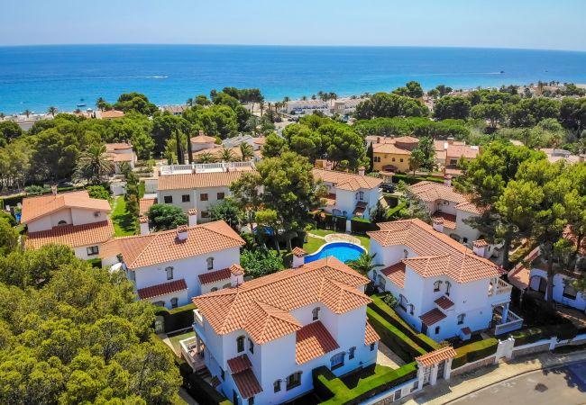 Maison mitoyenne à Miami Playa - RIOJA Adosado jardín, BBQ, piscina y Wifi gratis