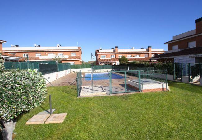 Maison à Hospitalet de L´Infant - C52 Casa Leti adosado con jardín, bbq y piscina