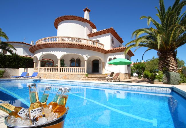 Villa in Miami Playa - B35 CANGREJO villa piscina privada cerca del mar