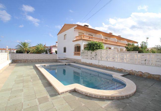Дом на Rustical Mont-roig - C43 RUSTIC adosado con jardín privado y piscina