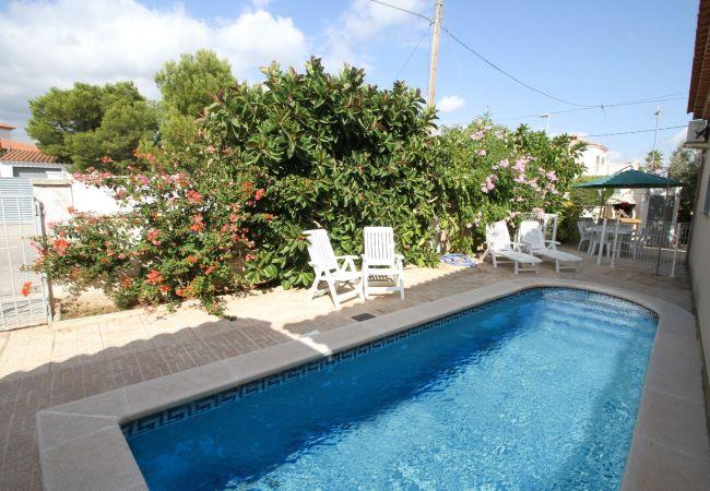 Вилла на Майами Плайя / Miami Playa - B09 BERLIN villa adosada piscina privada y jardín