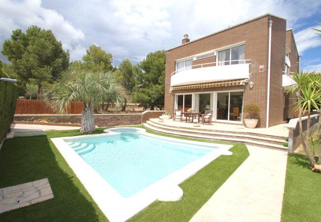 Вилла на Hospitalet de L´Infant - Villa FLAMINGO, Piscina privada, BBQ, Wifi gratis