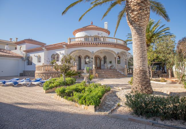 Вилла на Miami Playa - NOGAL villa individual con gran jardin Wi-Fi grati